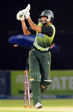 Sohail Tanvir is bowled by Mortaza