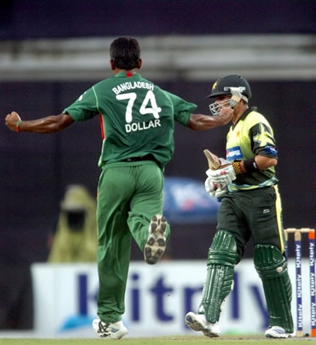 Dollar Mahmud celebrates the wicket of Kamran Akmal