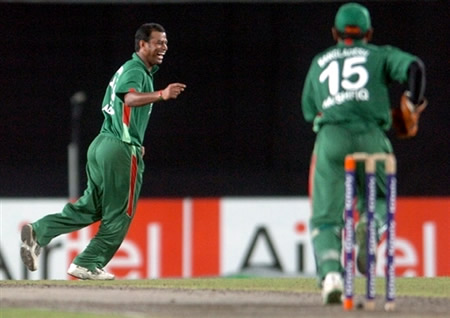 Alok Kapali celebrates the wicket of Salman Butt