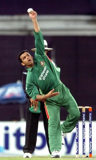 Abdur Razzak about to deliver the ball