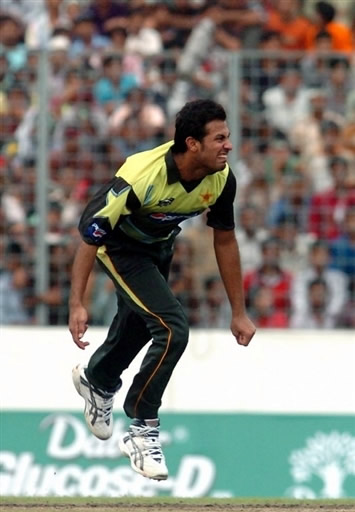 Wahab Riaz celebrates the wicket of Sehwag