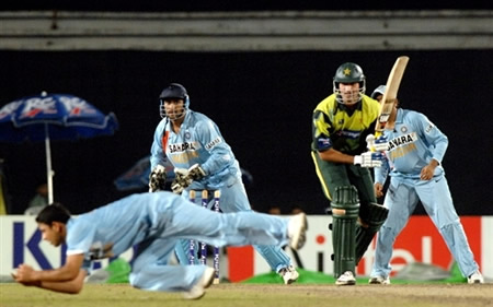 Piyush Chawla takes the catch of Sohail Tanvir