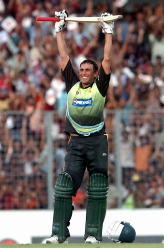 Younis Khan celebrates his century