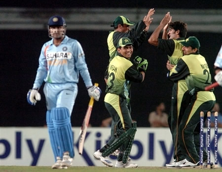 Pakistan players celebrates the wicket of Sehwag