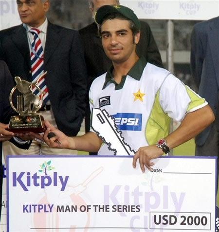 Salman Butt holds the Man of the Series trophy
