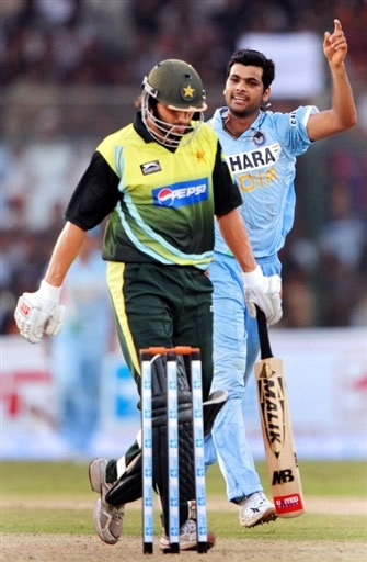 RP Singh celebrates the wicket of Shahid Afridi