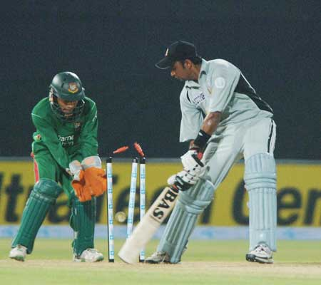 Fahad Alhashmi getting bowled