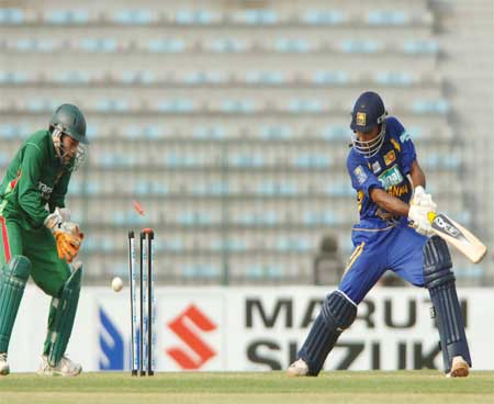 jayawardena getting bowled