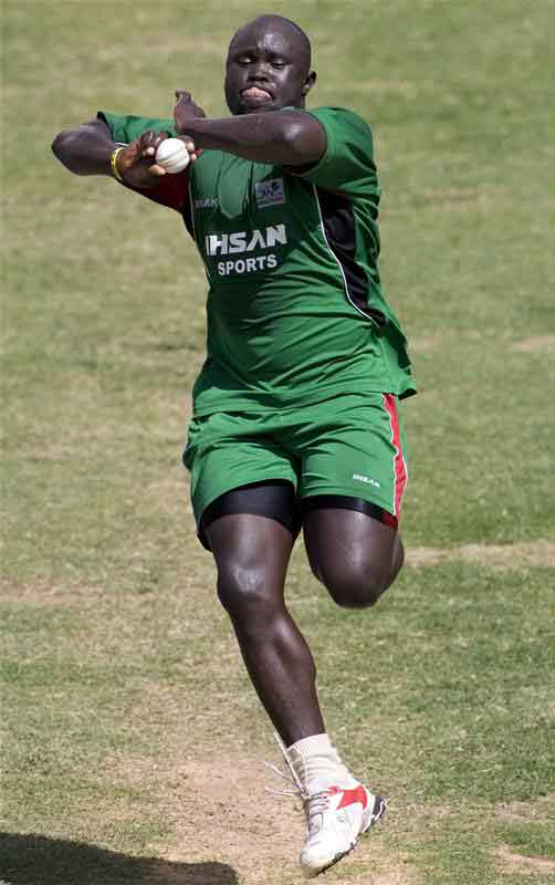 Thomas Odoyo runs in to bowl