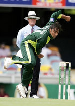 Shoaib Akhtar bowling before leaving the field after a hamstring injury