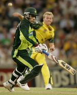 Brett Lee tries to run out Abdul Razzaq