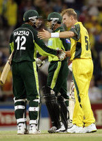 Brett Lee congratulates Abdul Razzaq and Naved-ul-Hasan