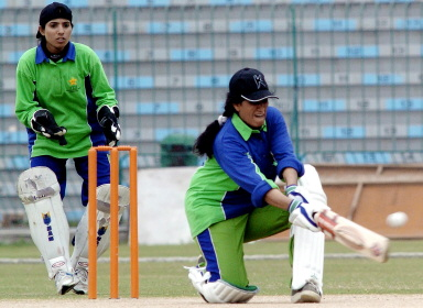 Kalsoom Akhtar, Faisalabad's captain, sweeps
