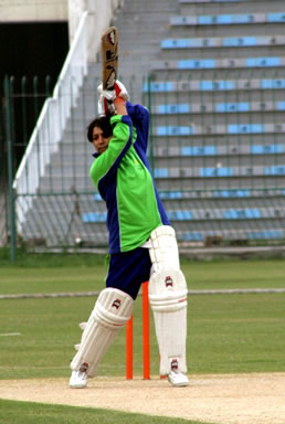 Sukhan Faiz of Multan drives on the way to 62