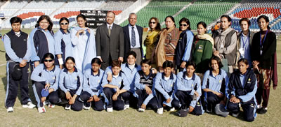 The Karachi Region Women's team with the Chief Guest