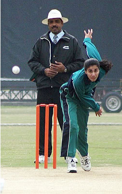 Uzma Malik of Lahore bowling against Quetta