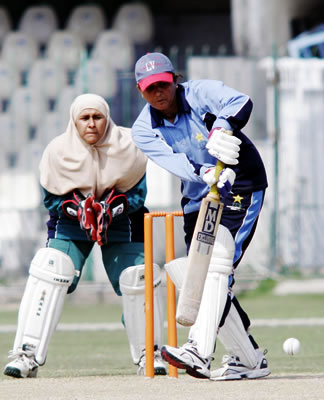 Humera Masroor captain of Karachi on way to 49*