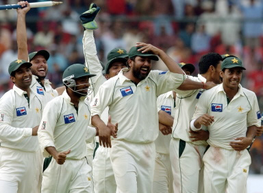 Inzamam celebrates the win over India with his teammates