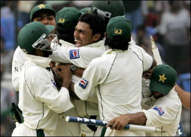 Pakistan team celebrates the win over India