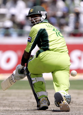 Shoaib Malik sweeps