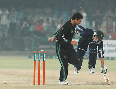 Fawad Alam run out