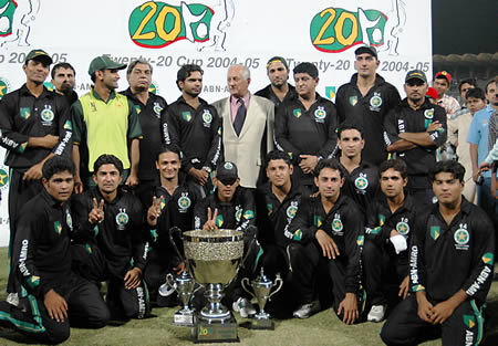 Faisalabad Wolves with the winner's awards