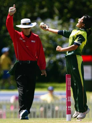 Javeria Khan celebrates run out of Alex Blackwell