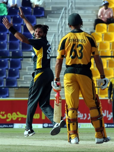 Shahid Afridi celebrates the wicket of Andrew Symonds