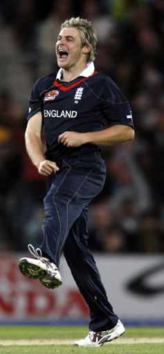 Luke Wright celebrates the wicket of Shoaib Malik