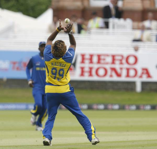 Malinga takes a catch