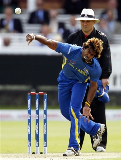 Malinga deliver a ball