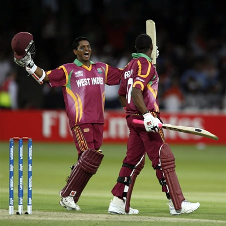 Bravo & Chanderpaul celebrate victory over India