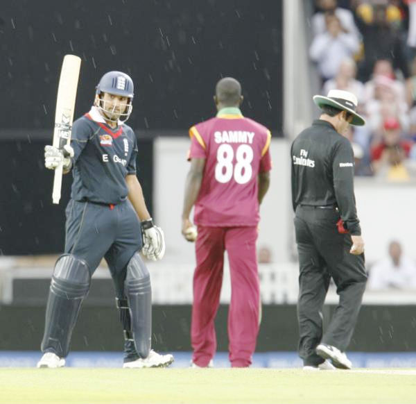 Bopara acknowledges the cheer