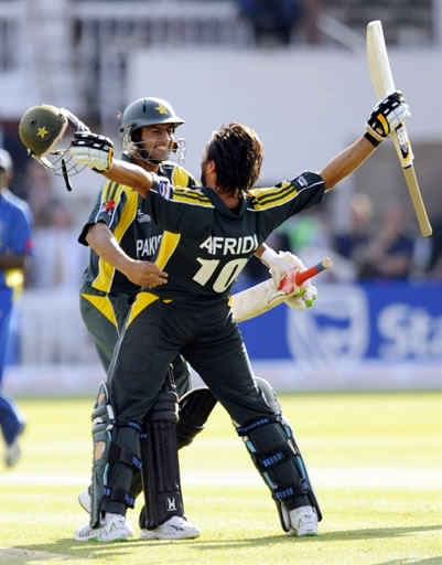 Afridi & Malik celebrate win against Sri Lanka