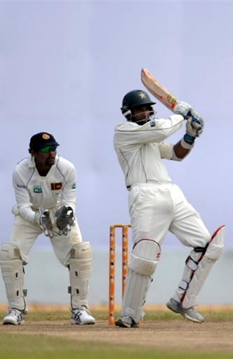 Mohammad Yousuf plays a pull shot