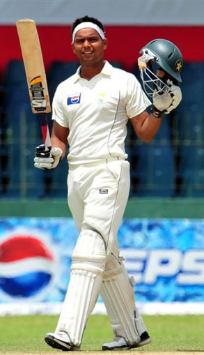 Khurram Manzoor celebrates his fifty