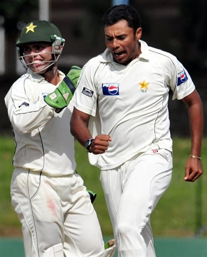 Danish Kaneria celebrates the wicket of Warnapura