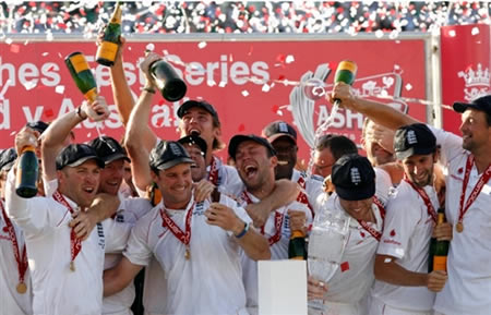 England team celebrate after winning the Ashes 2009