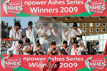 England team group photo with winning Ashes Trophy
