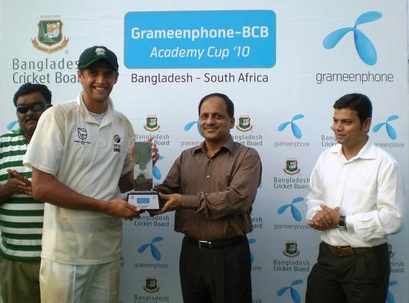 Obus Pienaar receiving Man of the Series trophy