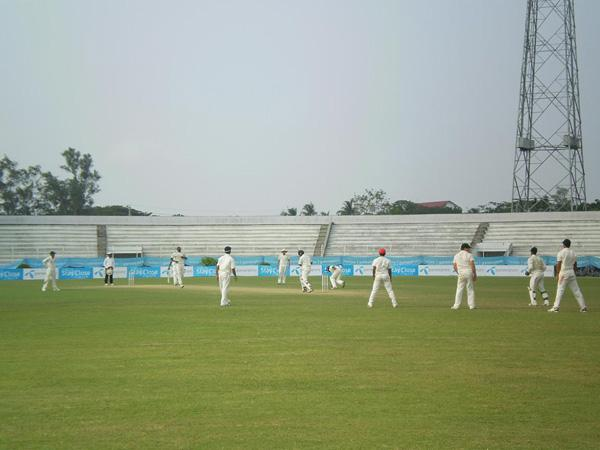 Bangladesh Batsman surrounded by South Africa players