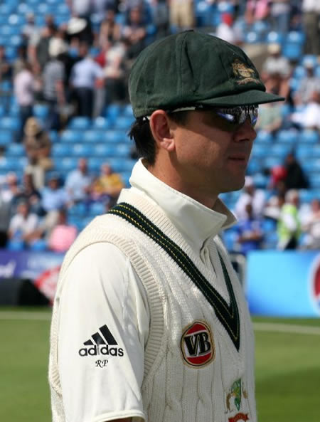 Ponting leaves the field after losing the 2nd and final test against Pakistan