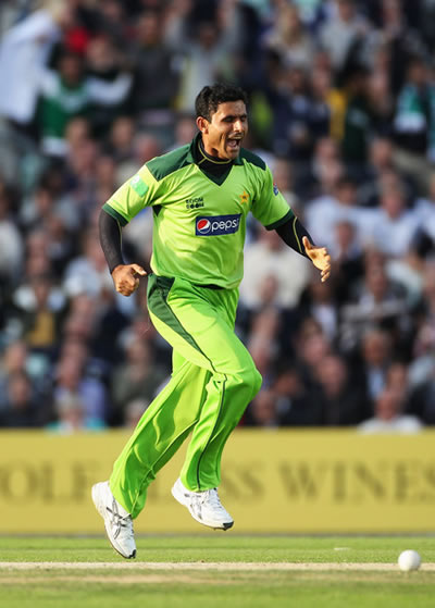 Abdul Razzaq of Pakistan celebrates the wicket of Steven Davies