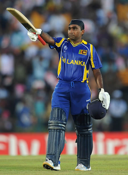 Mahela Jayawardene celebrates his ton