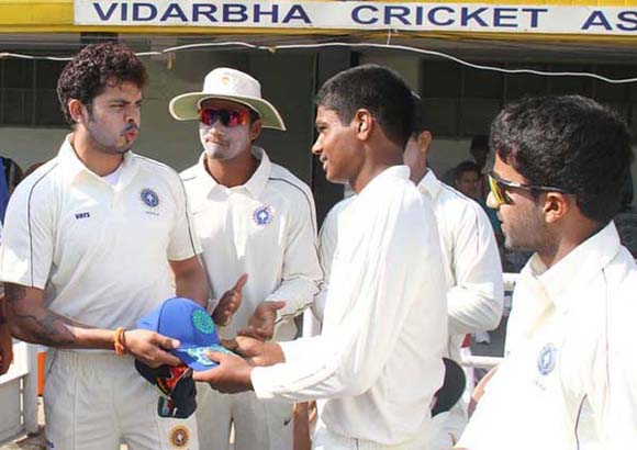 Sanju receiving his Ranji cap from Sreesanth