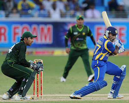 Mahela Jayawardene cuts through point to bring up his fifty