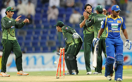 Shahid Afridi celebrates the wicket of Jeevan Mendis