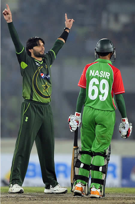 Shaid Afridi shows who's in control