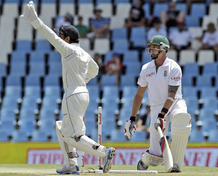 Kaushal Silva appeals for a run-out against Dale Steyn
