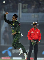 Mohammad Hafeez throws the ball up in the air after taking a return catch to get rid of Shakib Al Hasan